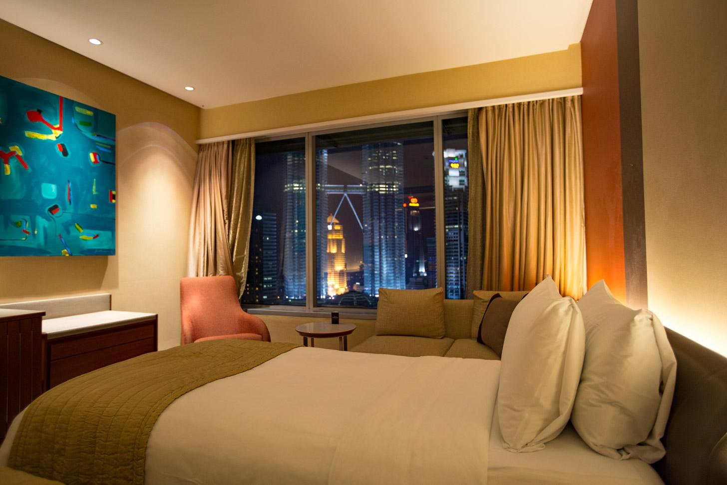 Kamer in het Traders Hotel met uitzicht op de Twin Towers